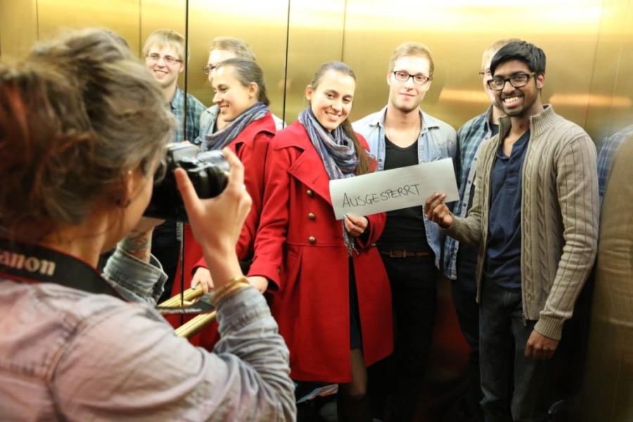 Team-Foto der Filmemacher mit Fotografin während des abgedreht Nachwuchs Filmfestival Hamburg 2014