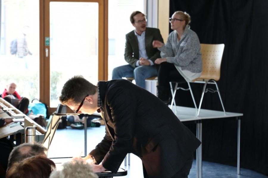 Studenten stellen Unterrichtsentwurf während der Tagung BBS futur 2.0 an der Leuphana Universität Lüneburg vor