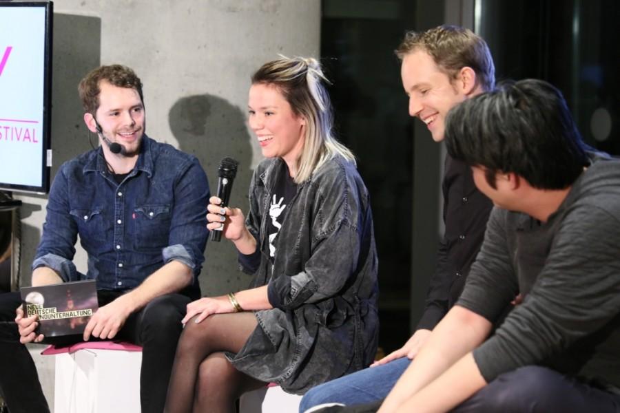 Mareike Ottrand und weitere Gäste auf der Bühne der PLAY Show im Museum für Kunst und Gewerbe Hamburg