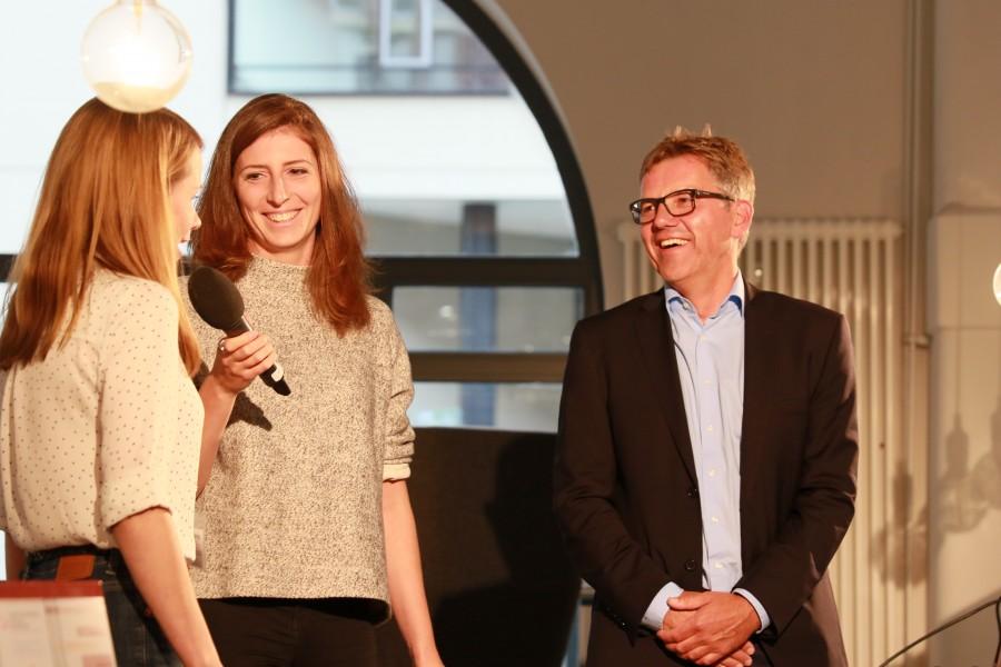 Christiane Schwinge, Sofia Kats und Michael Studt auf der Bühne bei der röffnung der ComputerspielSchule Hamburg